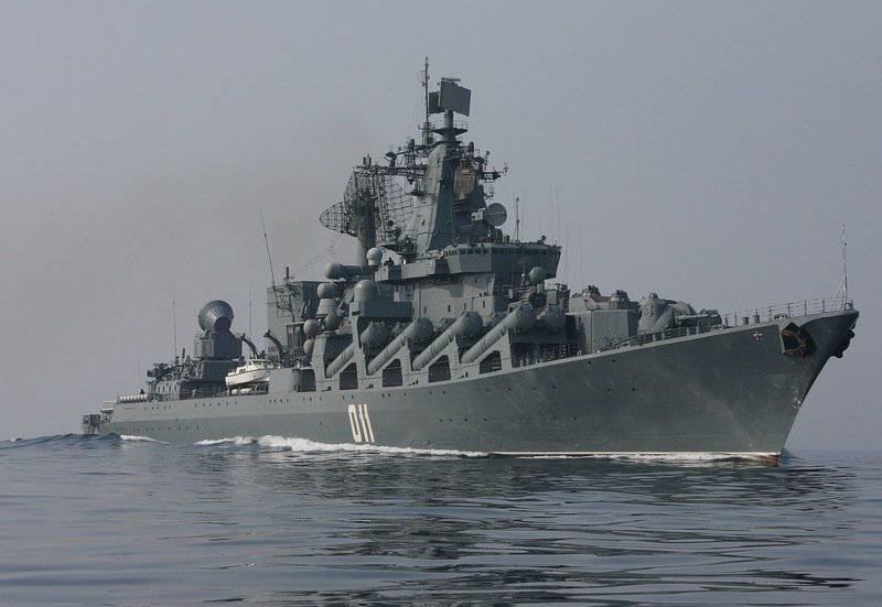 """卫兵导弹巡洋舰""""瓦良格"""""""