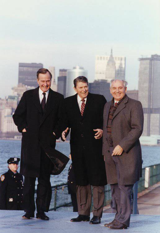 http://topwar.ru/uploads/posts/2011-12/1324827064_reagan_bush_gorbachev_in_new_york_1988.jpg