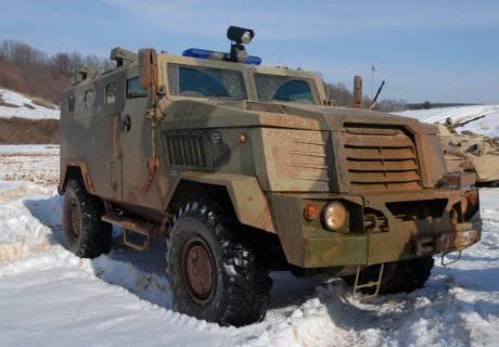 Les troupes internes seront transférées dans l'ours par des véhicules blindés obsolètes