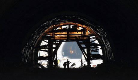 Índia vai construir uma rede de túneis estratégicos nas fronteiras chinesa e paquistanesa