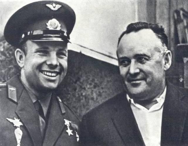 http://topwar.ru/uploads/posts/2012-01/1326510290_Gagarin-i-Korolev.jpg