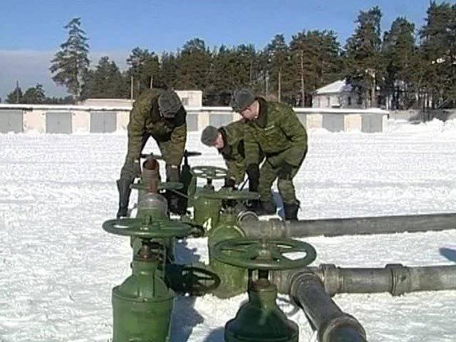 Le forze russe della conduttura celebrano l'anniversario di 60