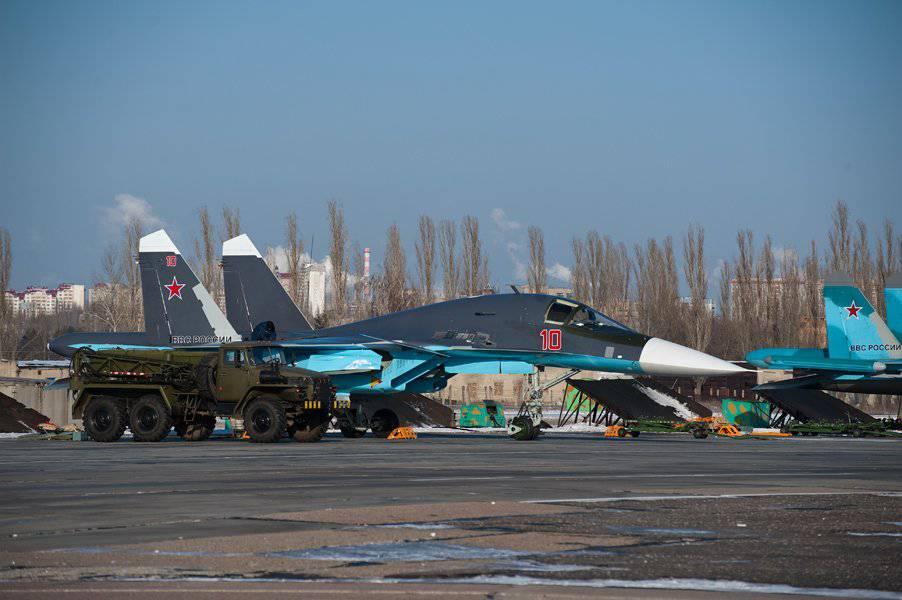 """Планер Су-34 выполнен по схеме  """"интегральный продольный триплан """" и имеет ярко выраженную интегральную компоновку."""