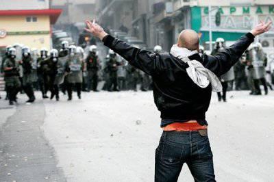 http://topwar.ru/uploads/posts/2012-01/thumbs/1325645121_1236211616_athens_riot01.jpg