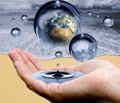 Вода,как известно, и подтверждено экспериментом,льётся сверху.  Это вызывает наводнения,снежные заносы.