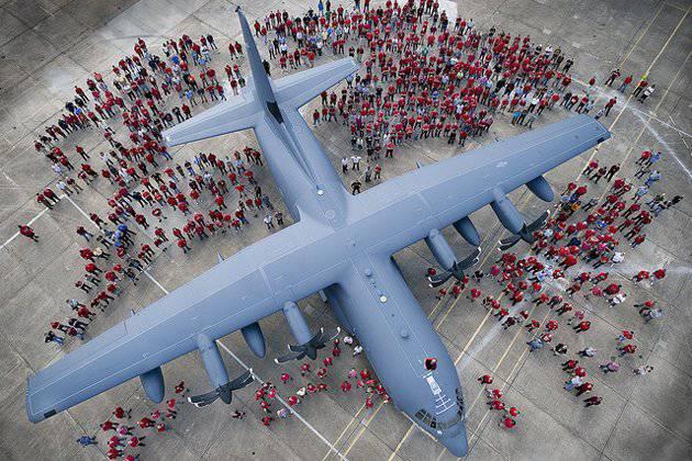 洛克希德·马丁公司标志着X-NUMX C-2400 Hercules飞机的交付