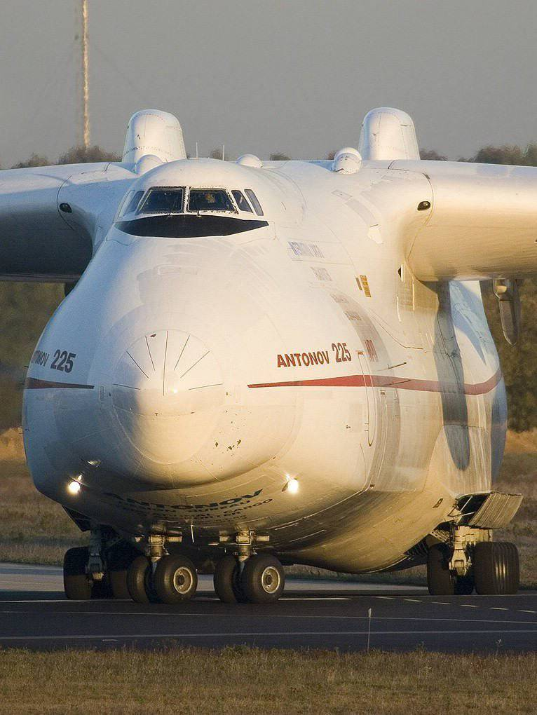 "An-225 ""Mriya"" super heavy transport aircraft"