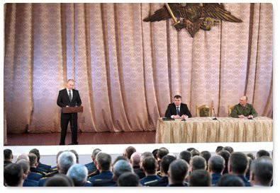 タマン旅団への訪問中に、ウラジミールプーチンはロシア連邦の軍隊の司令官と会談しました