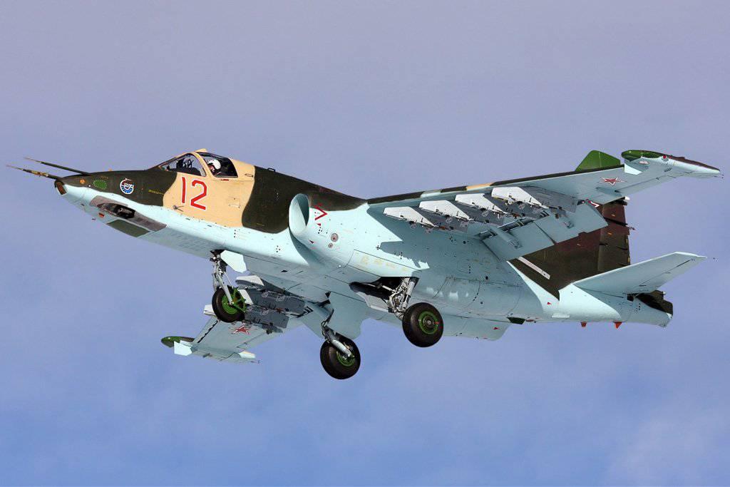 фото самолет су-25