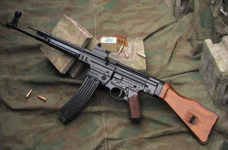 Arme miracle du Reich: fusil d'assaut StG 44 (canon incurvé et viseur infrarouge) 1332876296_stg44