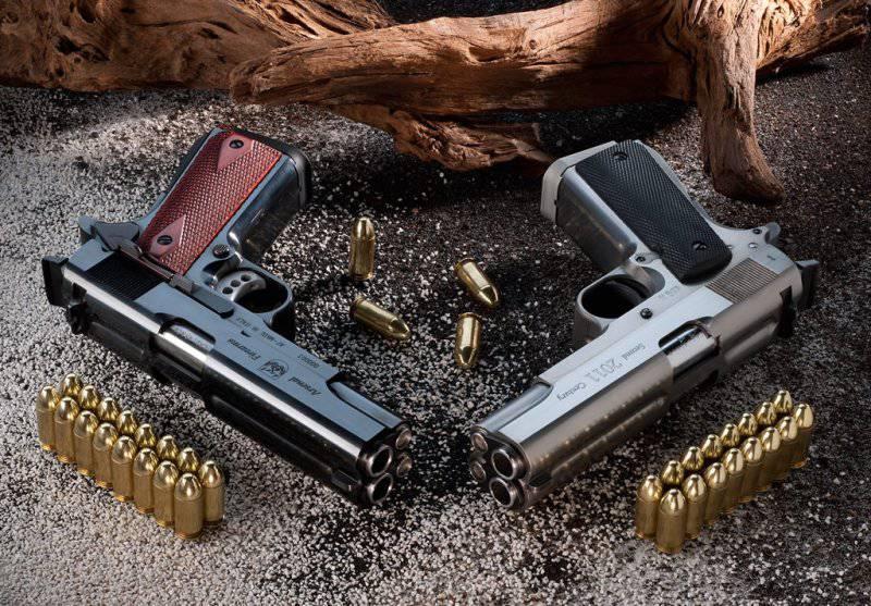 В честь столетия Colt M1911 компания Arsenal Firearms создала первый двухствольный самозарядный пистолет