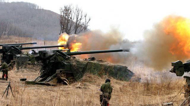 Dans le territoire de Primorski sur le terrain d'entraînement se déroulent les compétitions des commandants de batteries d'artillerie de Sergeevka