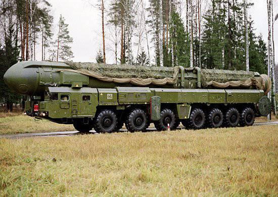 25 साल पहले, टॉपोल मिसाइल सिस्टम और एक मोबाइल कमांड पोस्ट के साथ पहली मिसाइल रेजिमेंट ने लड़ाकू ड्यूटी में प्रवेश किया था