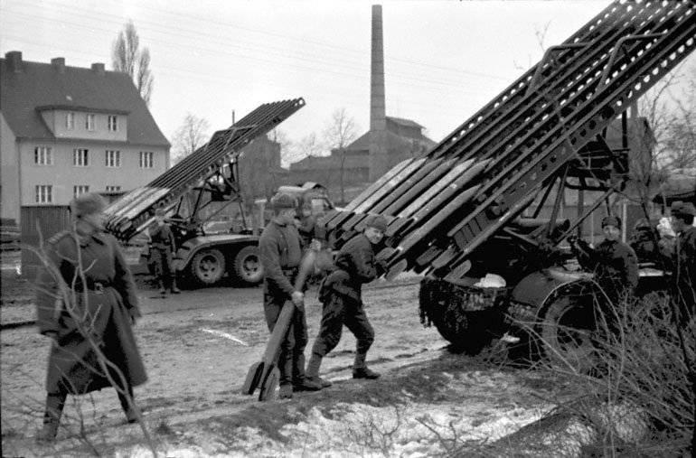 2 мая 1945 года советские войска завершили разгром берлинского гарнизона и полностью овладели городом