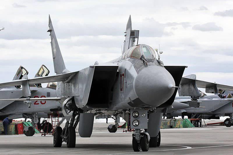 http://topwar.ru/uploads/posts/2012-05/1335974529_800px-MiG-31_790_IAP_Khotilovo_airbase_2.jpg
