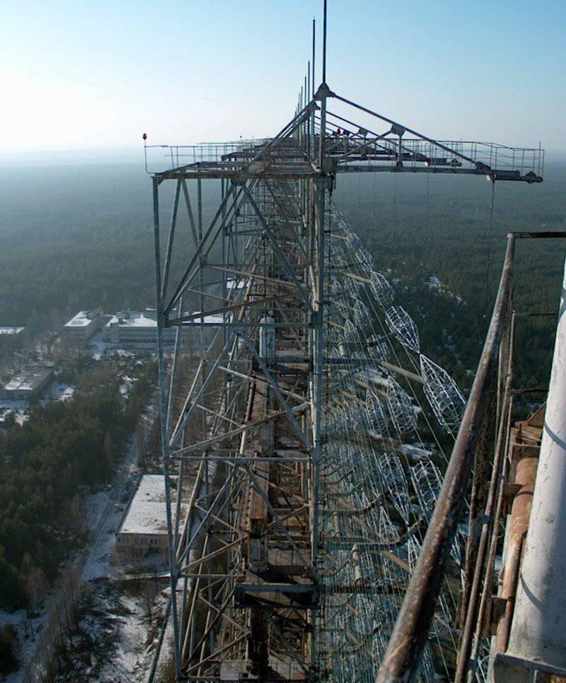 Источник.  Титаническое сооружение, построенное в 1985 году для обнаружения запусков межконтинентальных...