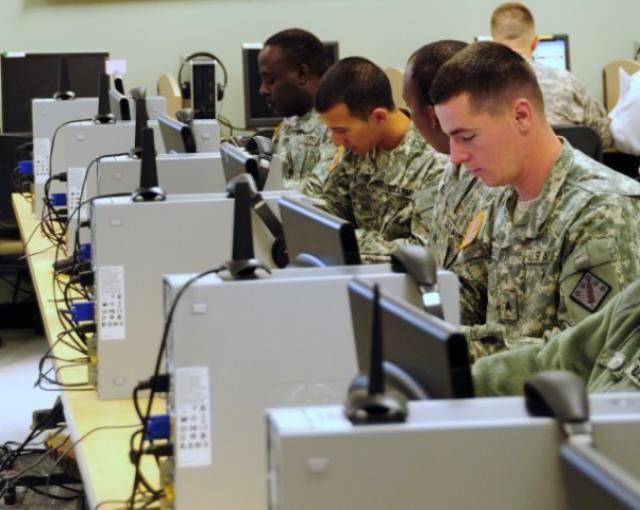 Usando e-mail e internet no Exército dos EUA, 41 um ano após o primeiro @