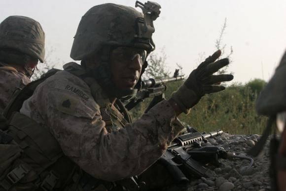 한 무장 한 마린은 다른 전투기의 모범이됩니다.