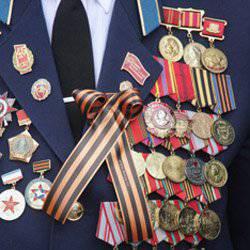 87年度伟大爱国战争的老兵刺伤了一名闯入的屡犯,并用刀闯入
