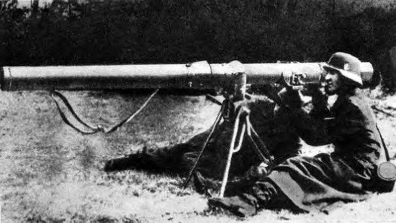 """ドイツの対戦車手g弾発射機Raketenpanzerbuchse 43 """"Ofenrohr""""(RPzB.43)および """"Panzerschrek""""(RPzB。54)"""