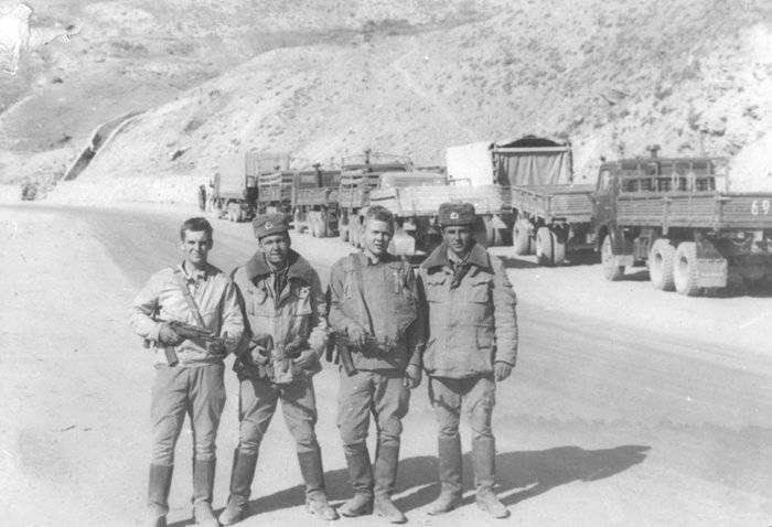 http://topwar.ru/uploads/posts/2012-05/1338262886_221-soviet-afghanistan-war-1979-1989.jpg