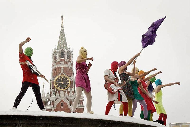http://topwar.ru/uploads/posts/2012-06/1338524954_pussy-riot.jpg