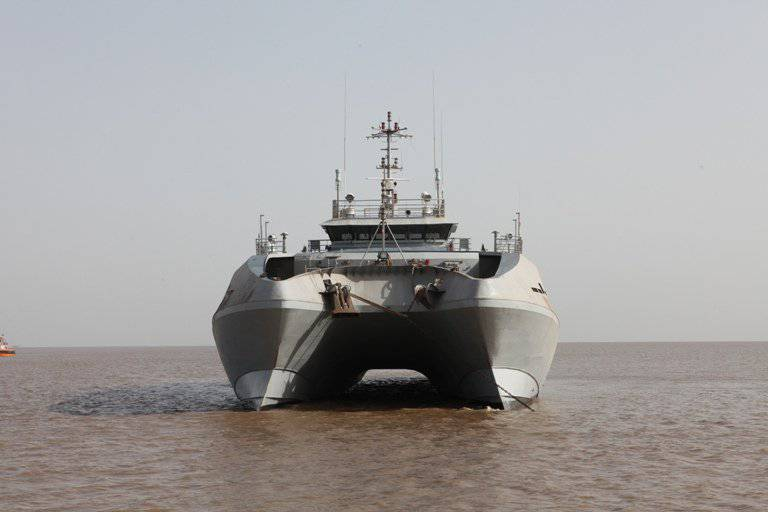 Hydrographic catamaran «Makar» (India)
