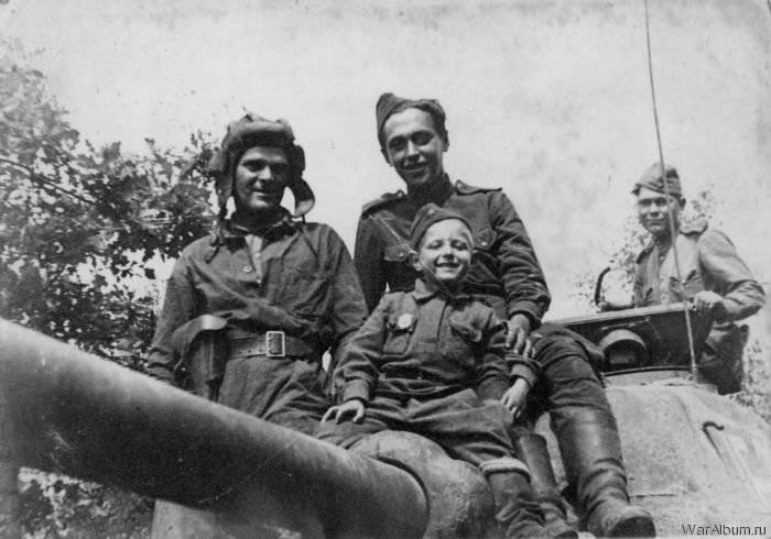 6月26  -  4警備員タンクKantemirovskaya課の誕生日