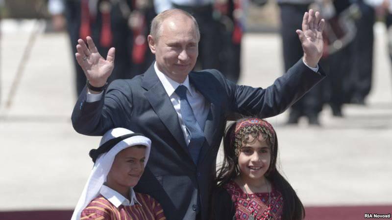 Jeopolitik mozaik: Putin caddesi Bethlehem'de ortaya çıktı ve Hillary Clinton saçını kovdu