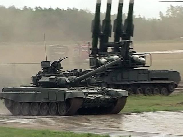 """郊外でZhukovskyは軍用機器のサロンを開設しました """"機械工学における技術"""""""