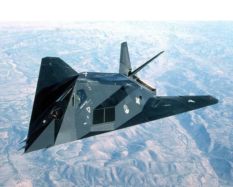 """F-117A """"Stealth"""" - du Panama à la Yougoslavie"""