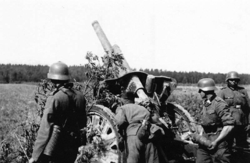 Deus da guerra Wehrmacht. Campo de luz howitzer le.FH18