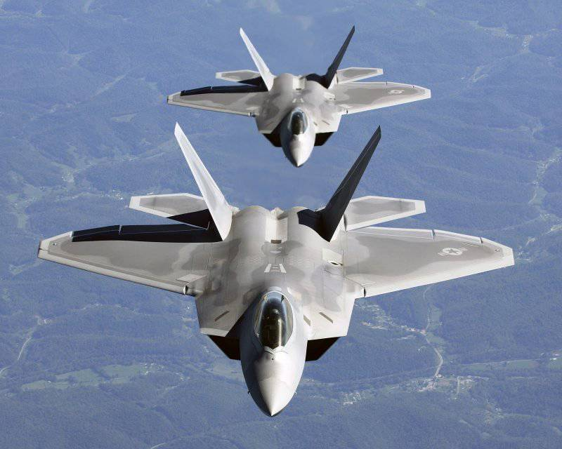 http://topwar.ru/uploads/posts/2012-06/thumbs/1339675895_Two_F-22A_Raptor_in_column_flight_-_28Noise_reduced29.jpg