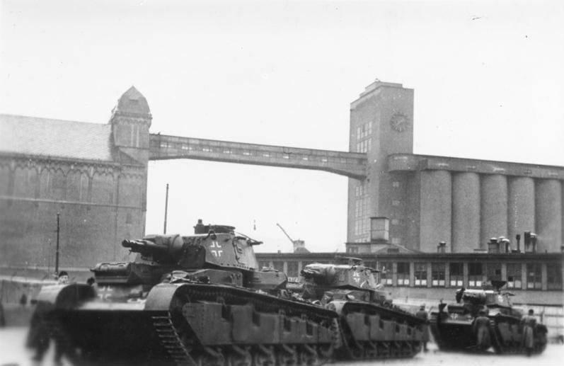 """""""नव निर्मित टैंक"""" पैंज़ेरकम्पफ़्वगेन नूबुफ़ाह्रेज़"""