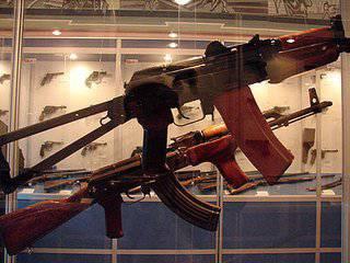 ロシアの武器:歴史を学び、ノベルティに慣れる