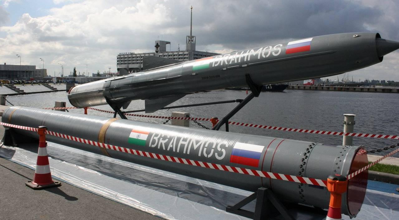 Картинки по запросу Брамос ракета