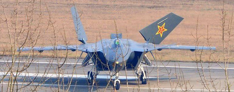 控えめな中国の戦闘機成都J-XX [J-20]のプロトタイプの予備評価