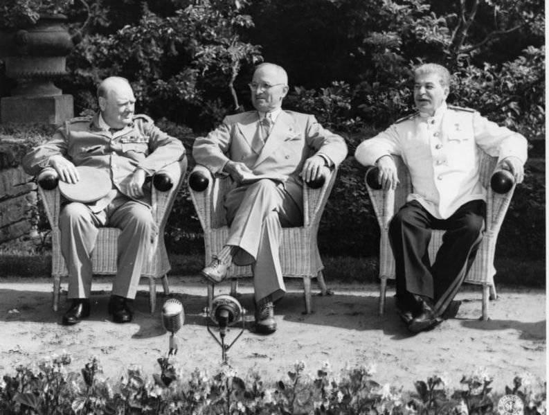 2 августа 1945 г. в Потсдаме завершилась конференция «Большой тройки»