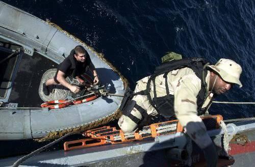 Запад опускает морской шлагбаум . Российским морякам запрещают ходить куда они хотят .