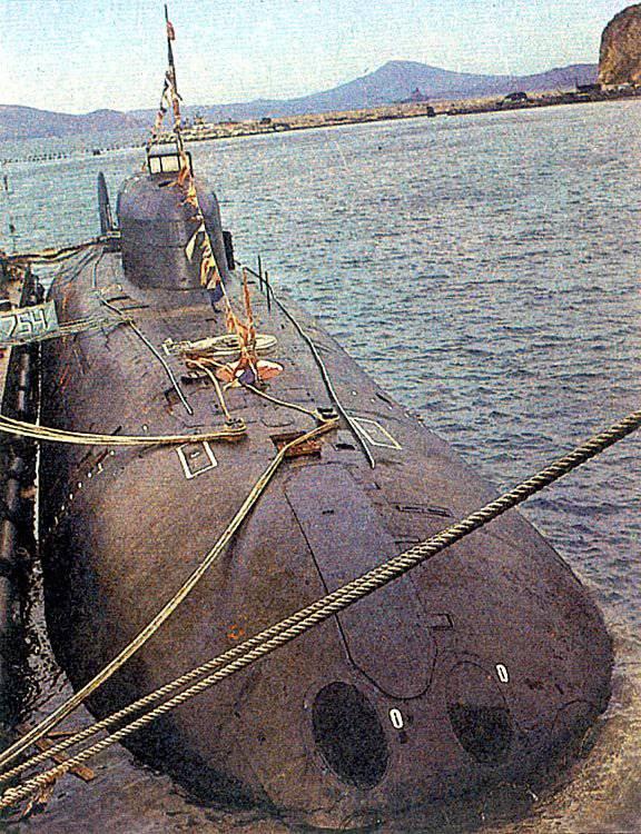 запас плавучести подводных лодок