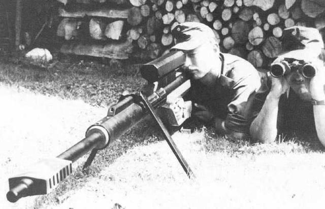 "Sniper ""guns"" Steyr AMR and IWS 2000"