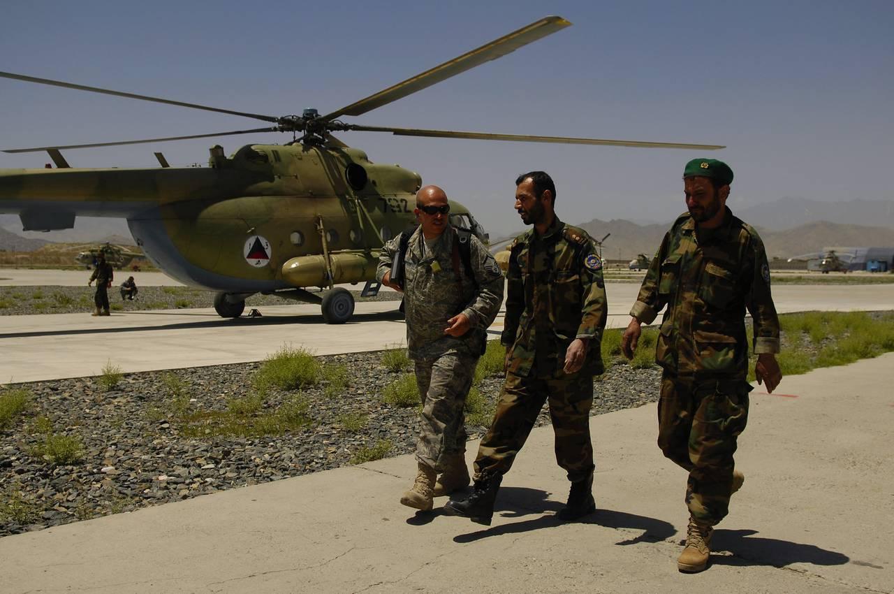 http://topwar.ru/uploads/posts/2012-08/1344422809_Mi-17-2008-Kabul-Afghanistan-2.jpg