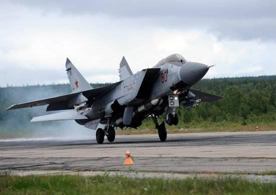 Pilotos do grupo aéreo Monchegorsk mantêm a fronteira aérea do Círculo Polar Ártico
