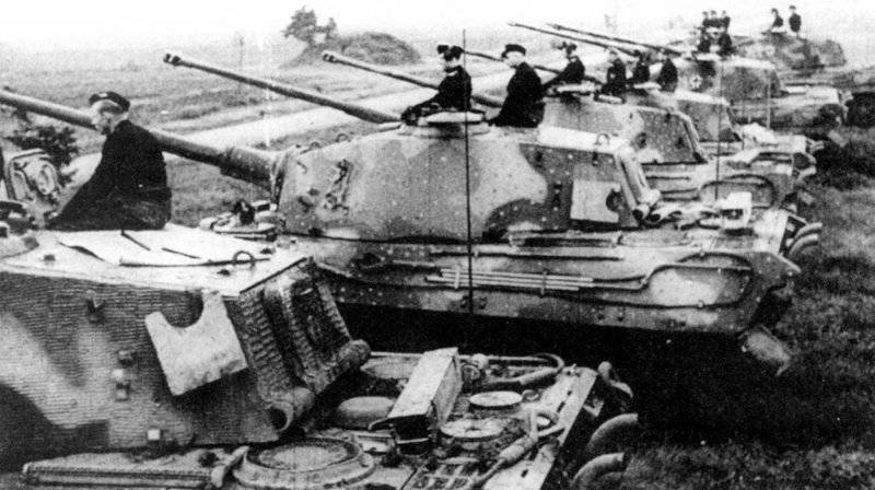 """Armored vehicles of Germany in the Second World War. Heavy tank Pz Kpfw VI Ausf In """"Tiger II"""" (Sd Kfz 182)"""