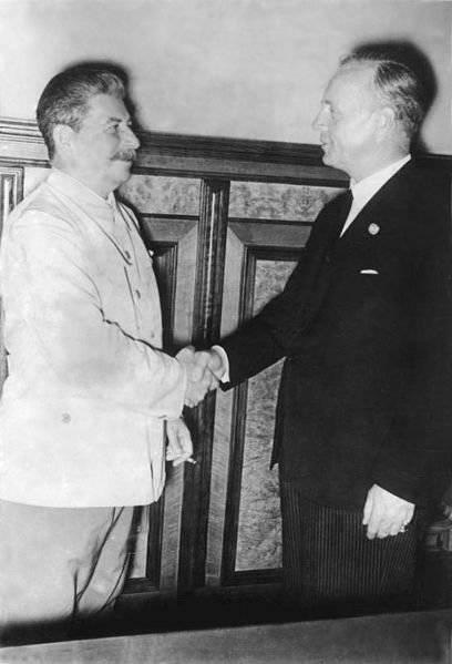 23 августа 1939 г. был подписан пакт Молотова-Риббентропа