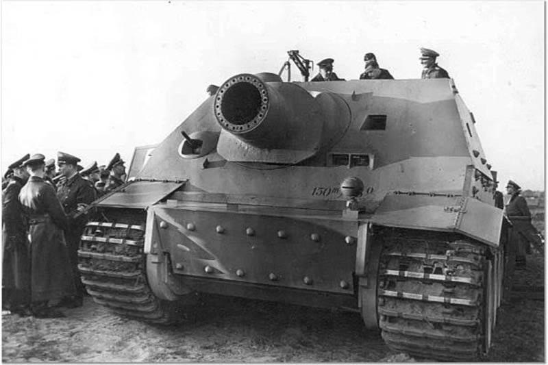 第二次世界大戦におけるドイツの装甲車 SAU Sturmtiger。 バンカーに対する「タイガー」