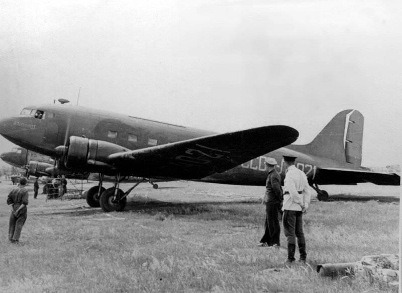 大祖国戦争の赤軍の航空(4の一部) -  Li-2およびSche-2輸送機