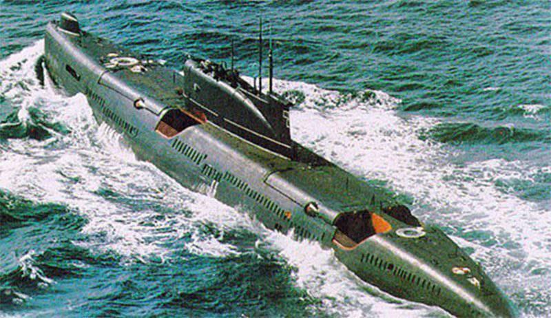 Submarinos diesel-elétricos com mísseis de cruzeiro. Projeto 651 / 651-K (aula de Juliett)