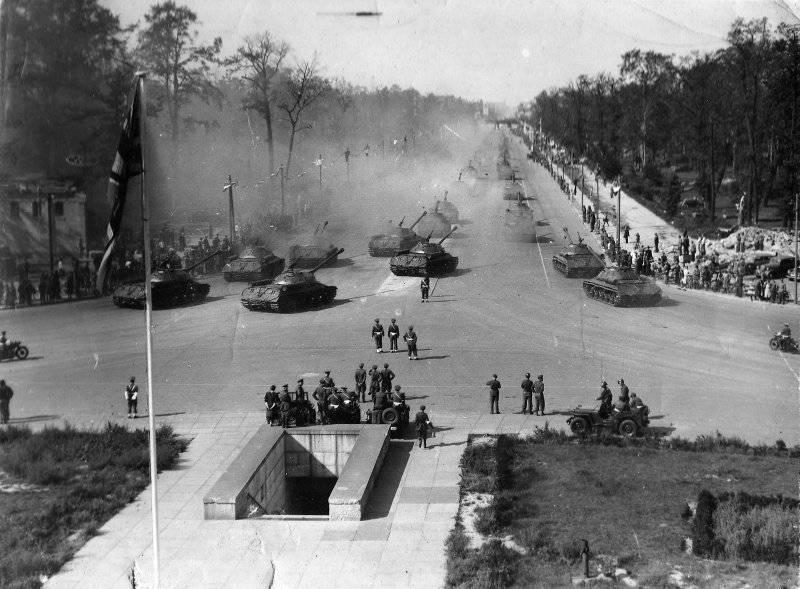 7 сентября 1945 года в Берлине состоялся парад союзнических войск антигитлеровской коалиции