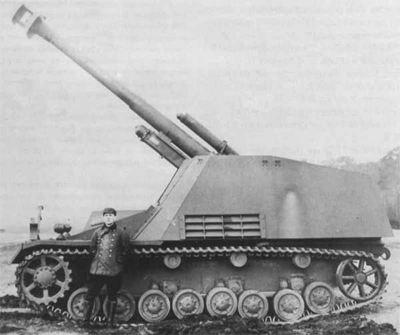 Véhicules blindés de l'Allemagne pendant la Seconde Guerre mondiale. Obusier automoteur Hummel 150 mm (Bumblebee)